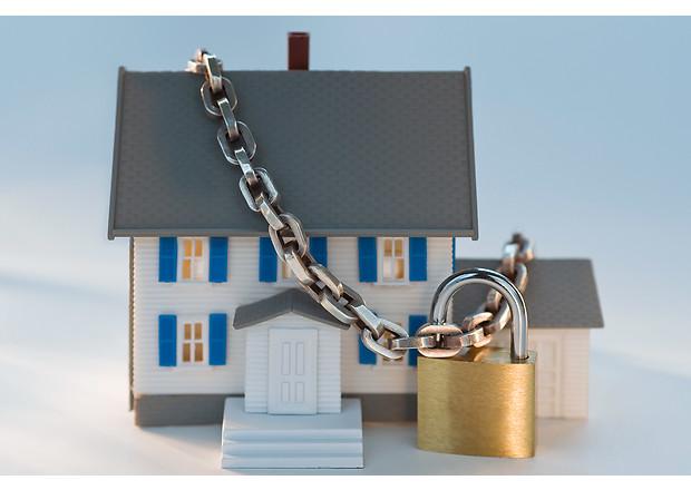 Захист права власності, зняття обтяжень, тощо