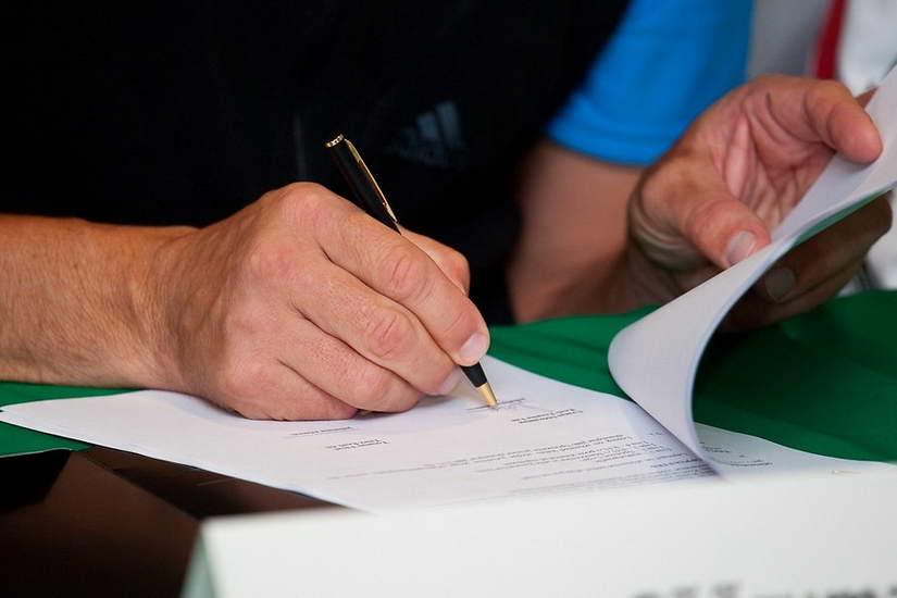Справа за позовом працівника до юридичної особи ( Мого Клієнта) про визнання наказу про звільнення незаконним, про поновлення на роботі та стягнення середнього заробітку за час вимушеного прогулу